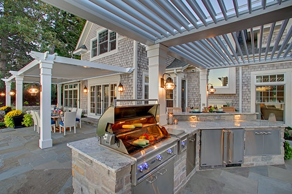 Make the most out of your outdoor living space with our custom-designed pergolas, awnings, and retractable solar screens